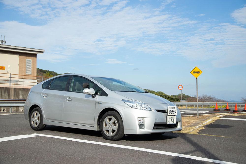自動車運転再開のためのリハビリテーション(ドライビングサポート)用の練習用普通乗用車(プリウス)
